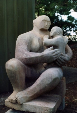 Mother_and_child_an_image_of_a_sculpture_(4582636433)